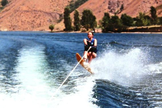 Kelli waterskiing_1